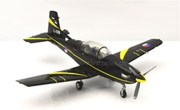 Bild von Pilatus PC-7 Turbo Trainer Royal Netherlands Air Force DieCast Modell 1:72 Herpa Wings